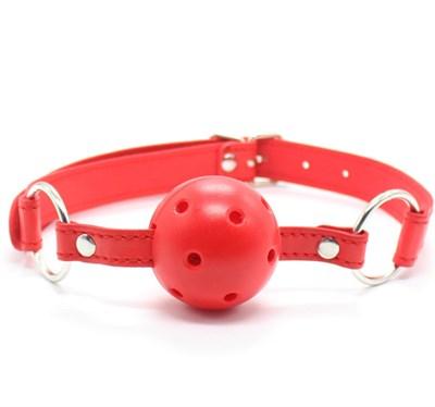 Кляп дышащий на ремне из искусственной кожи, красный, диаметр 4,5см